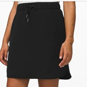 Lululemon- On the fly Skirt NWOT. Black size 6